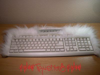 Оклеиваем мехом боковые части клавиатуры